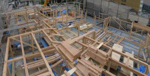 木造在2階建て来軸組工法 主要な構造材を組み上げる建て方スタート